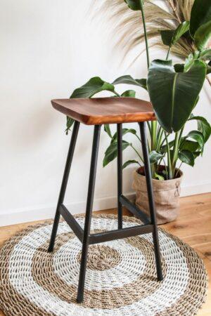 drewniane krzesło barowe