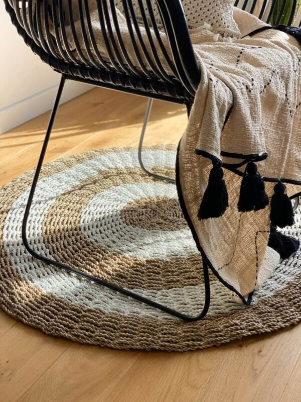 okrągły dywan z trawy morskiej